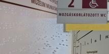 Braille feliratok